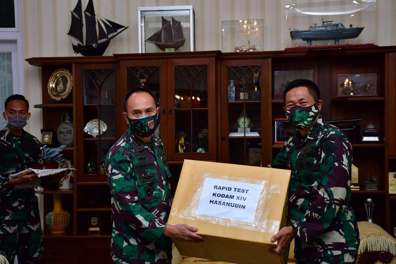 Pangdam Hasanuddin Terima Bantuan Almatkes Covid-19 dari Sekjen Kemhan